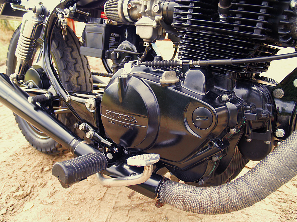 Přestavba Honda CM 400T Bratstyle